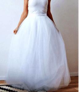 b2ed2a5a8921 Celkovo ma svadobné šaty vyšli skvelých 170 eur. Dokúpila som si ešte na  rovnakom webe kvety do vlasov (22 eur) a náušnice (13 eur).
